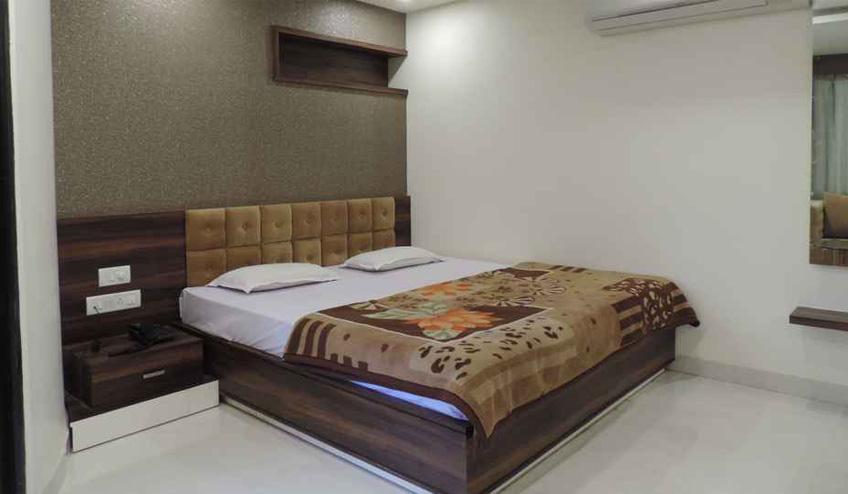 Hotel Paradise , Pachmarhi